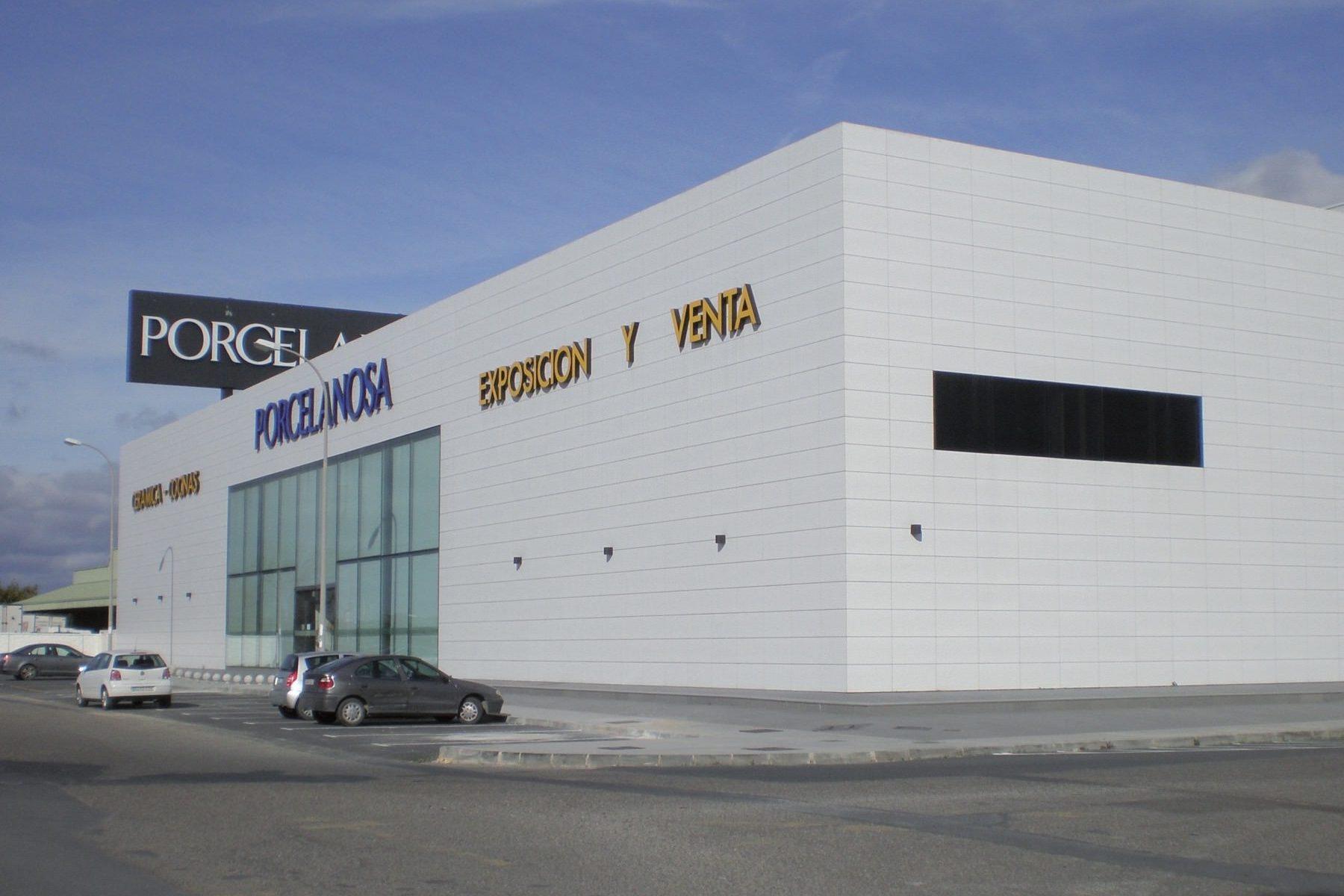 Ejecución de nave almacén, nueva exposición y oficinas para Porcelanosa